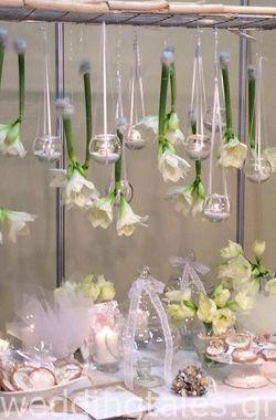 4c1f8ca0fb Διακόσμηση Γάμου  Ένα κρεμαστό decor από λουλούδια