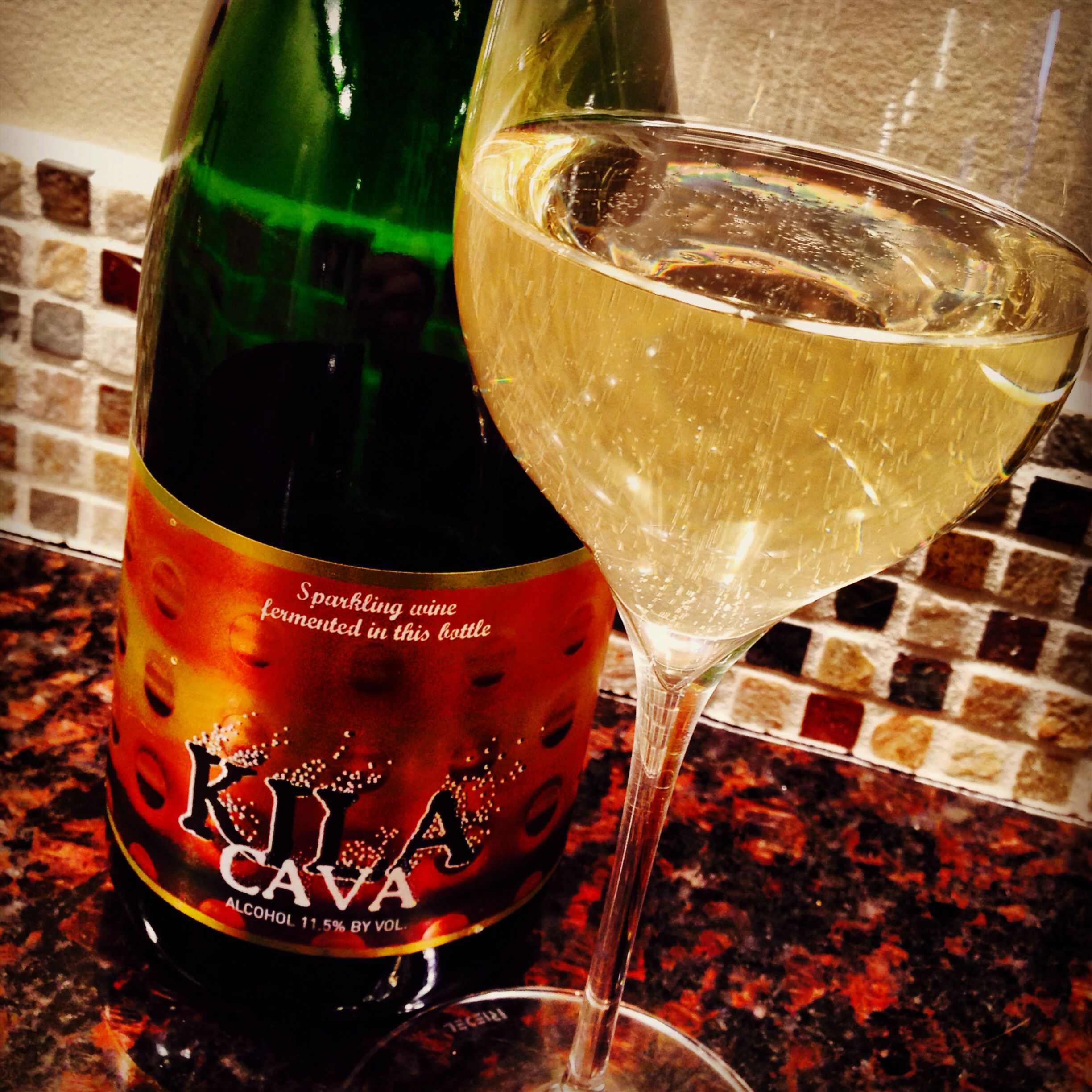 Kila Cava Bright Fresh Very Crisp With A Hint Of Green Apple What More Do You Need From A 10 Bt Of Cava Great For S Wine Pairing Super