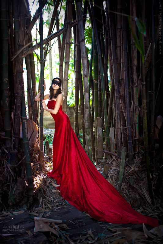 Lady in red by Lara Light, via 500px