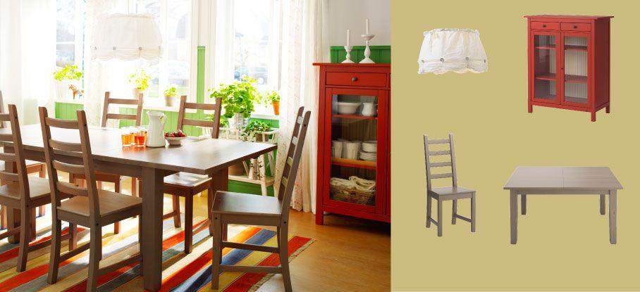 Sivo-hnedý rozkladací stôl STORNÄS pre 4-6 osôb so sivo-hnedými stoličkami KAUSTBY a červenou skrinkou HEMNES