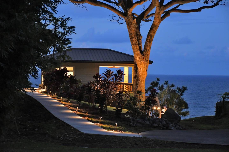 Heavenly Hakalau Oceanfront Cliff Guesthouse
