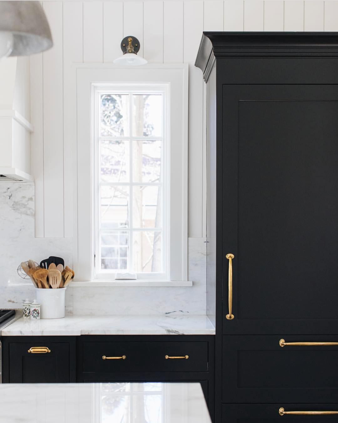Y All This Space Speaks To Me The Black Cabinets Gold Hardware To Die For Marble That Runs Up Black Kitchen Paint Black Kitchen Cabinets Black Kitchens