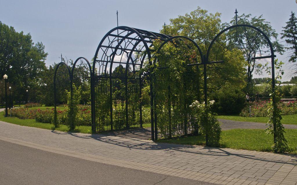 Jardín de las Rosas-Jardín Botánico de Montréal, Quebec, Canadá. Jardín Botánico de Montreal. Carlos R. Martinez, Arquitecto Paisajista.