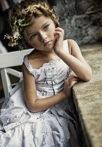"""La petite et incroyablement belle """"mannequin"""" russe de 9 ans Kristina Pimenova a un vrai visage d'ange. Originaire de Moscou, elle fait du mannequinat depuis l'âge de 4 ans."""