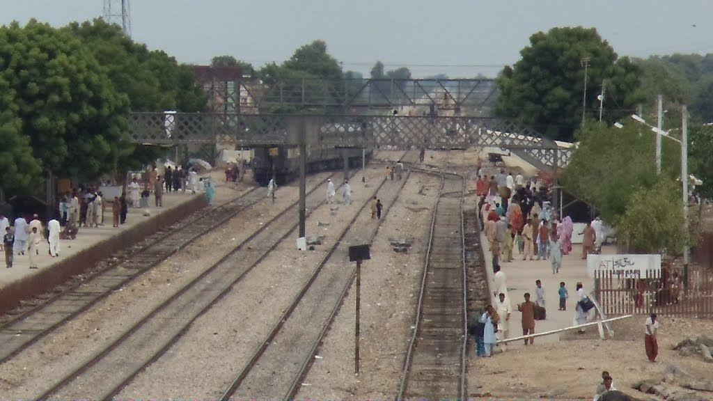 Zikria Express Faces Bomb Attack Near Sadiqabad Face