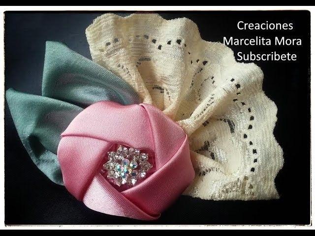 Tocado en flor de tela pequeño. Little fabric flower brooch.