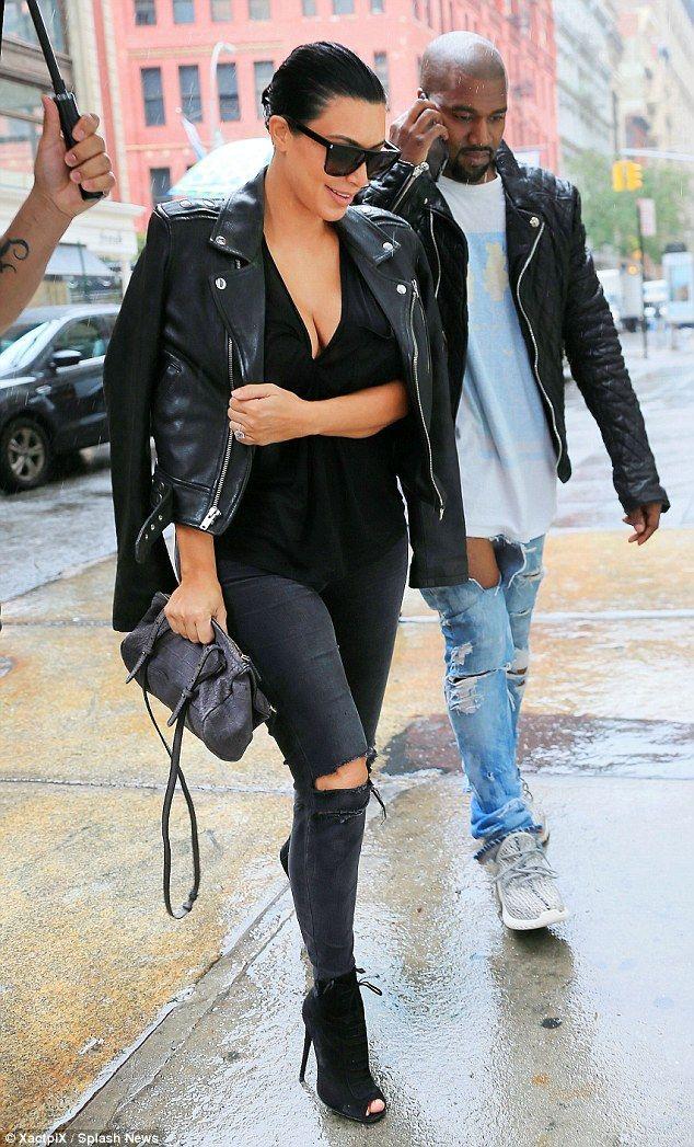 Kim Kardashian And Kanye West Shop For Clothes After Baby News Kim Kardashian Style Kardashian Style Kim Kardashian Kanye West