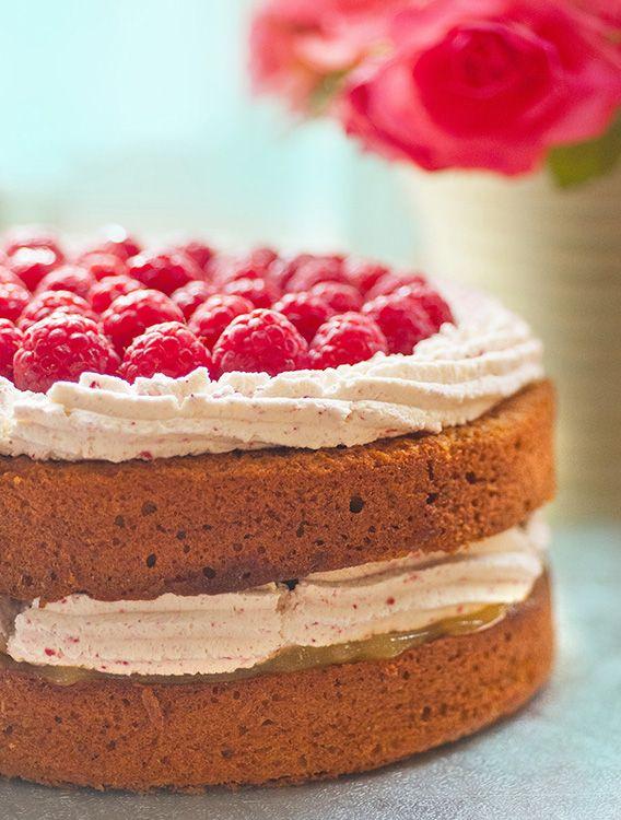 supergolden bakes: Pistachio cake with raspberry buttercream