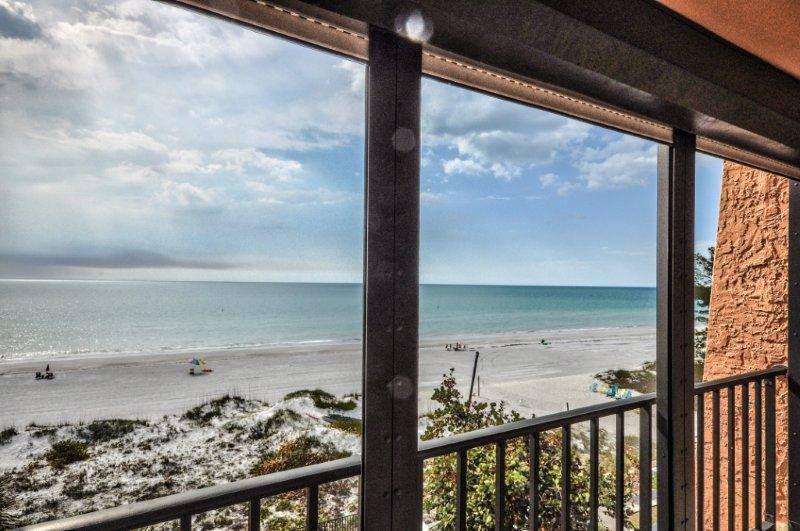 www.blackburninve... (727) 322-2900 #pelicanscove #beachcondo #HGTV #beachbargain #indianrocks #condoforsale #staging #homestaging #waterfront #realestate #property #ASP #jennieblackburn