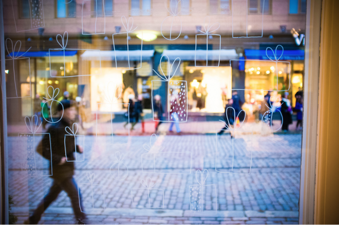helsinki christmas shopping window display Photo by Silvia de Vries from the joulujoulu blog