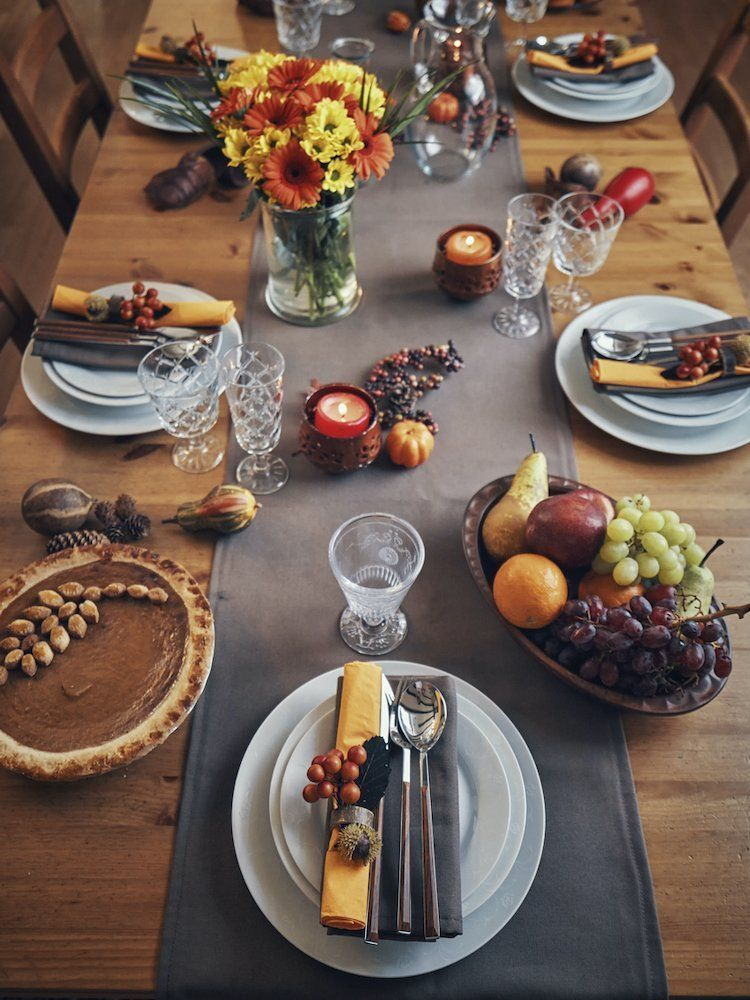 8 Tips For Fitting Everyone Around The Thanksgiving Table