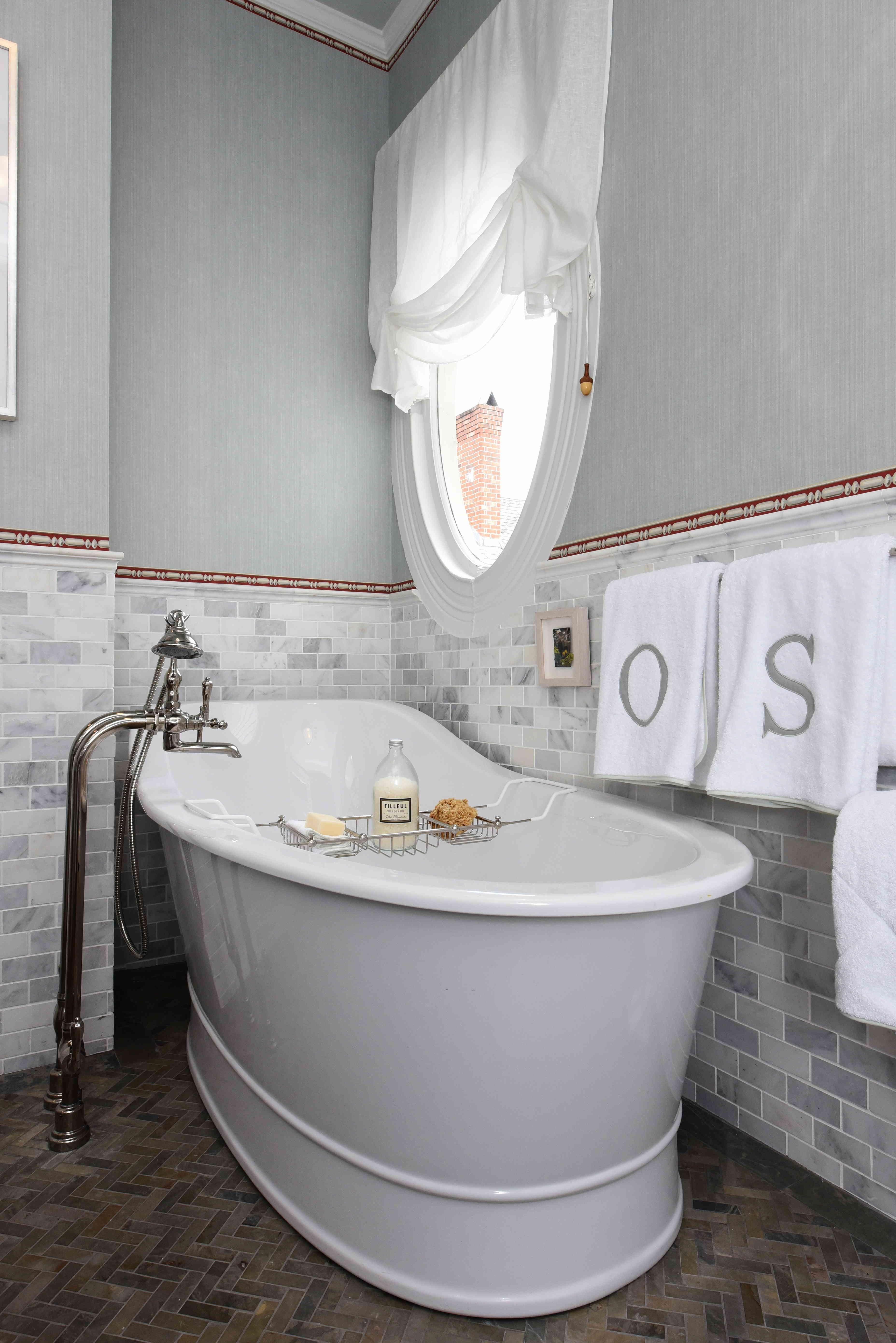 Second Floor Bathroom #2 by Olasky/Sinsteden featuring Oak Hill ...