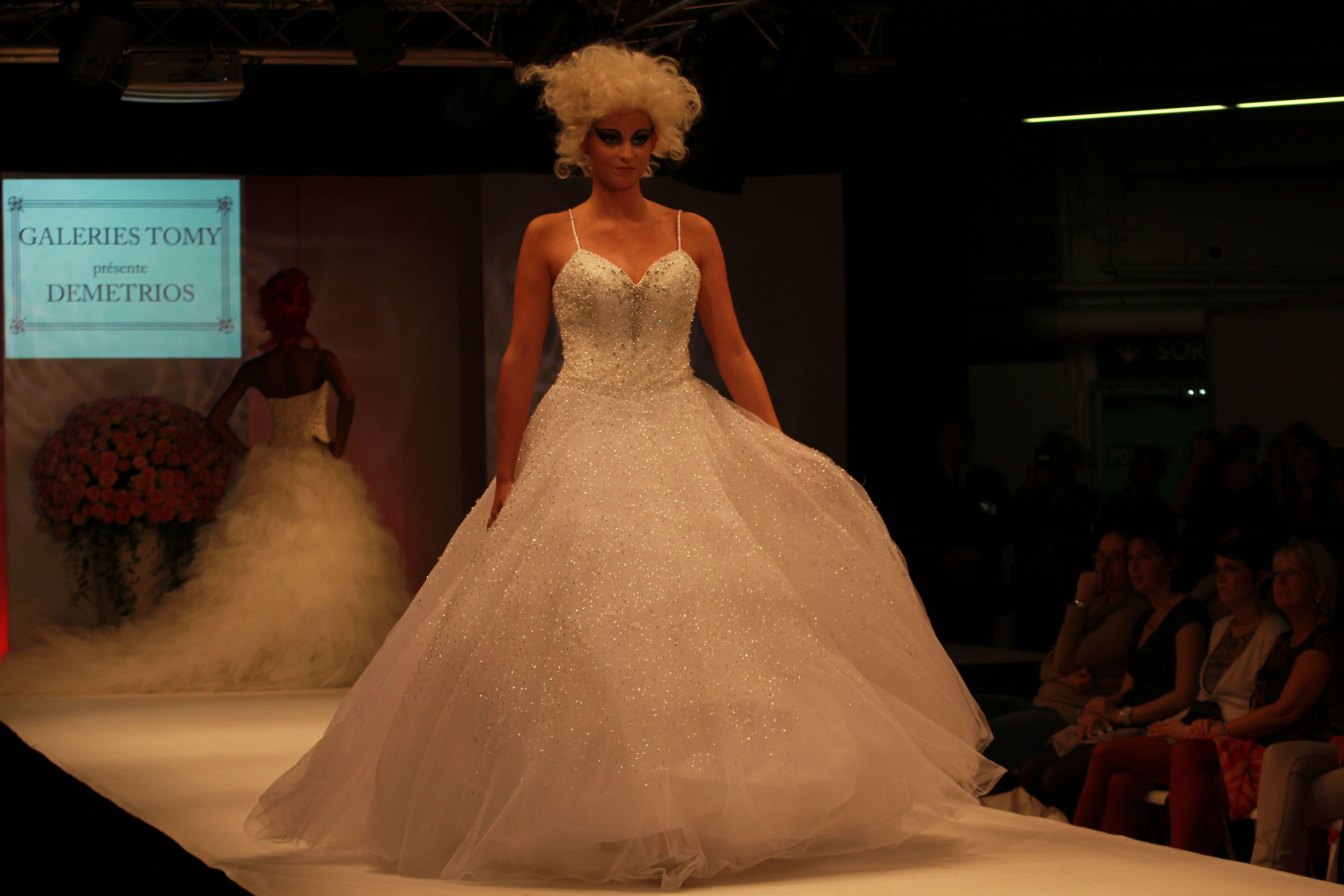 Demetrios, collection 2013-2014. http://www.journaldesfemmes.com/mariage/robe-mariee/robes-de-mariee-salon-du-mariage-et-du-pacs/robe-princesse-demetrios.shtml