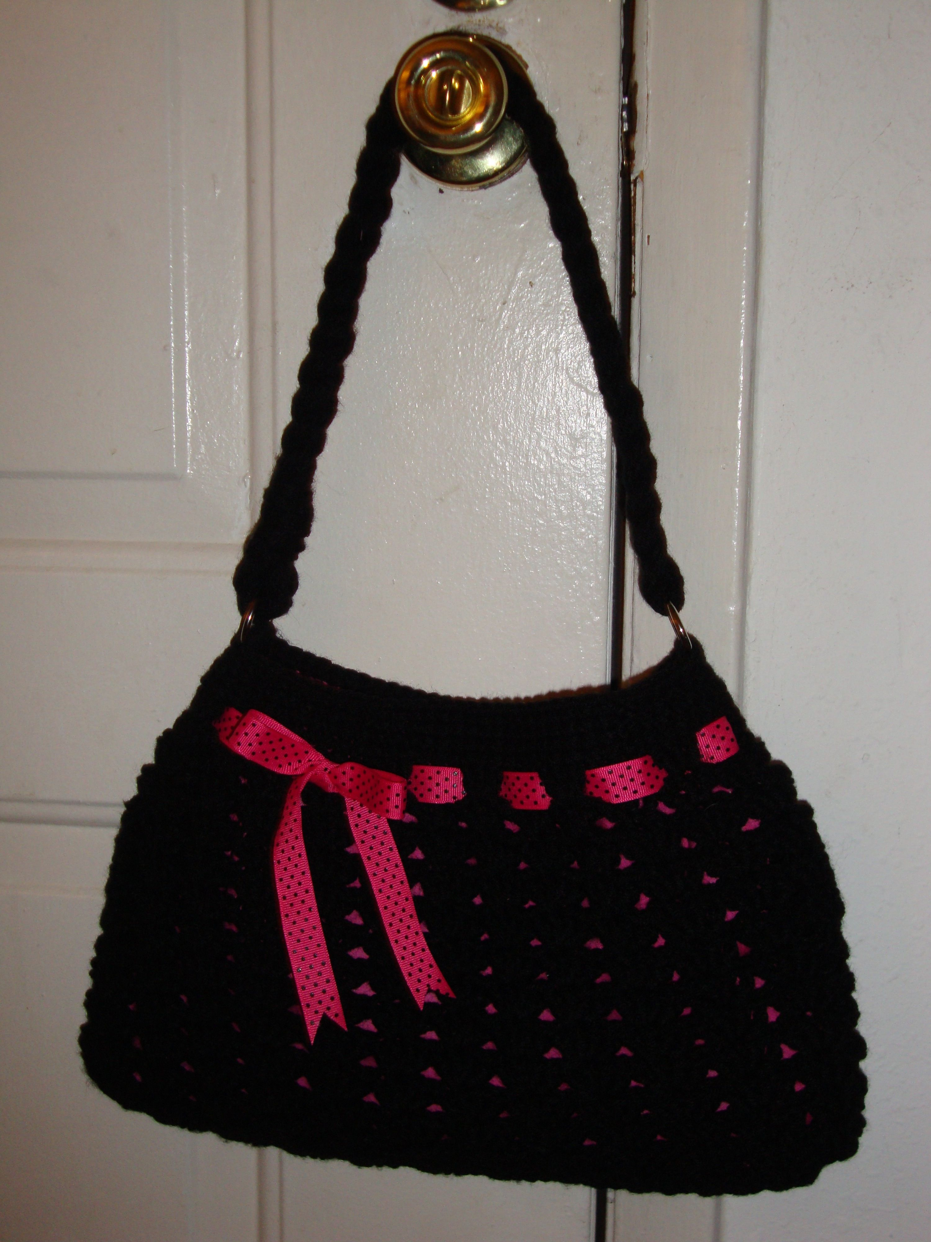 Hobo bag. Really easy pattern can be found on Ravelry. Or you could click on the photo.