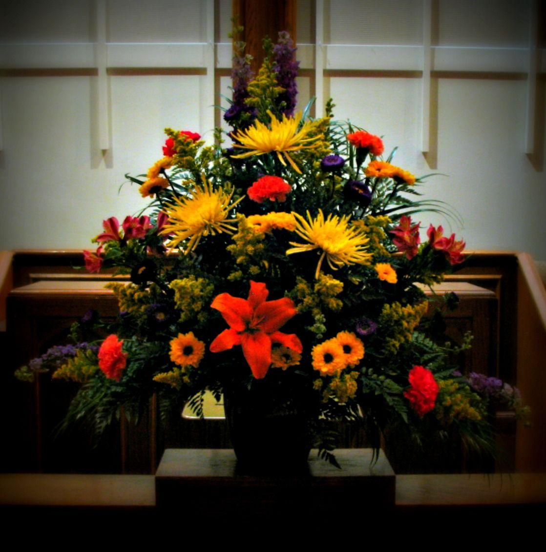 Altar Flowers For Sunday Service At First United Methodist Church Church Flower Arrangements Altar Flowers Flower Arrangements