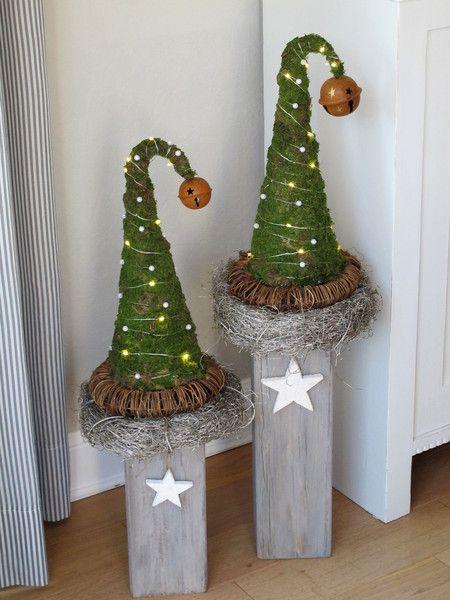 **DEKO Zipfelmützchen**  Die Moos - Zipfelmützen wurden mit einer Glocke, Perlendraht und einer batteriebetriebenen warmweißen LED-Lichterkette, welche eine 6 Stunden TIMER-Funktion besitzt, ... #rustikaleweihnachten