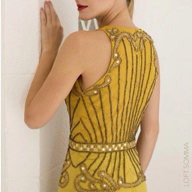 ... capricho também nas costas!  #bordado #chic #fino #festa #perfeição…