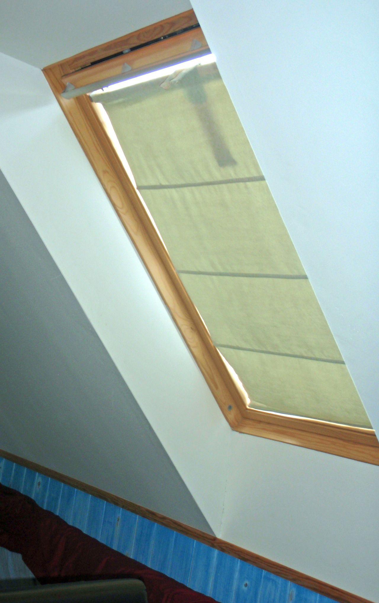 How To Make Curtains For Ceiling Window Hvordan Lage Gardiner Til Velux Takvindu How To Make Curtains Curtains With Blinds Skylight Blinds