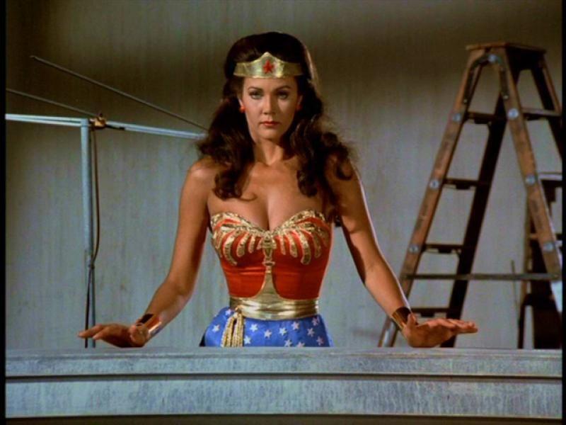 Wonder Woman Poised For Action Women Tv Wonder Woman Lynda Carter