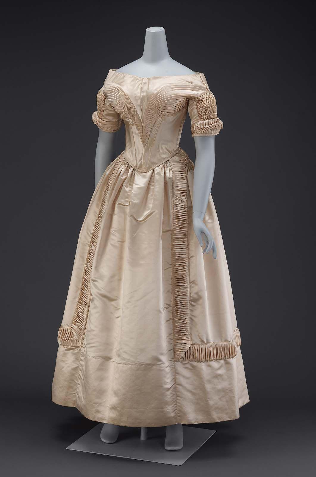 1840, America - Wedding dress - Silk satin, cotton lining, whalebone, metal hook & eye closures