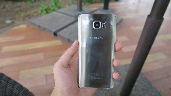 تقرير الهاتف جالاكسي نوت 6 يضم ذاكرة Ram بحجم 6 جيجابايتات Samsung Galaxy Phone Samsung Galaxy Phone