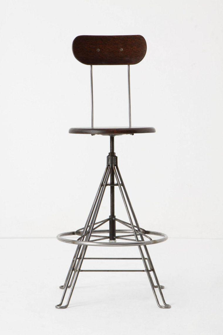 Une Idee De Chaise De Bar Design Inspiree Par Les Sieges Ecoliers D Autrefois Hocker Kuchentheke Barhocker Design