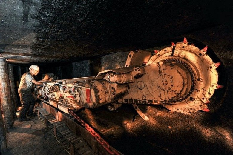 Can You Guess The 10 Most Dangerous Jobs In The Us Suburban Men Underground Tour Dangerous Jobs Coal Mining