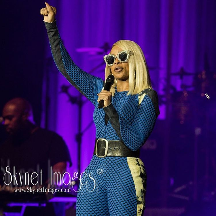 "A LEGEND 👑💫. #RP @skynetimages Mary J Blige: Recap I Thought I Seen It All, But After Tonight I Didn't!. Mary J Blige Allowed Me To Witness The Real #StrengthOfAWomen And This Beautiful Magical Night Happened Here At The Hard Rock at Seminole Hard Rock Hotel & Casino in Hollywood, Florida. ""Thank You"" - Skynet #SkynetImages #MaryJBlige #love #instagood #me #cute #follow #photooftheday #like #followme #girl #tbt #tagsforlikes #picoftheday #beautiful #summer #instadaily #happy ℹ️: © 2018 Sk..."