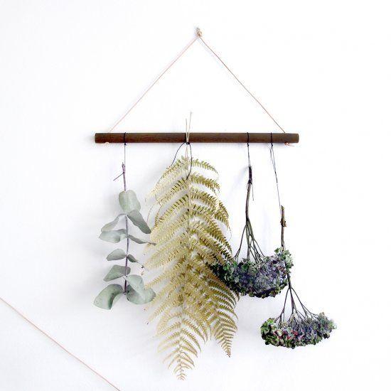une suspension murale compos e de fleurs s ch es la d co. Black Bedroom Furniture Sets. Home Design Ideas