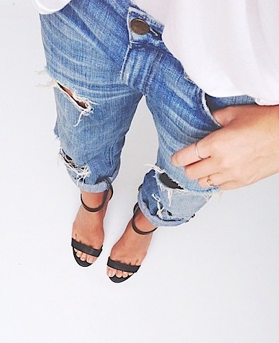 Ripped boyfriend jeans & basic strappy sandals