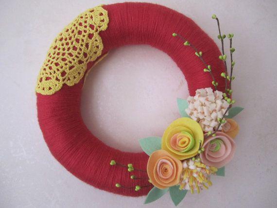 Rouge Yarn Wreath with Doily 12 van polkadotafternoon op Etsy
