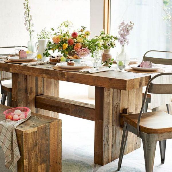 Estas mesas de madera, que tradicionalmente se ven en exteriores ...