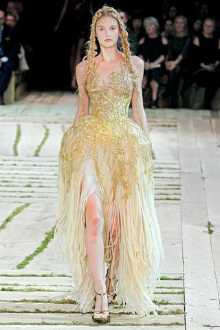 Alexander McQueen Spring 2011 Ready-to-Wear Collection Slideshow on Style.com