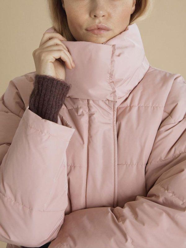 5741e99a13 Ichi Pink Jacket Μπουφάν κοντό με κανονική γραμμή και oversized. Έχει τσέπες  στο πλάι και
