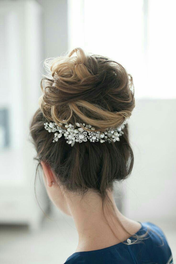 brooch underneath updo #brooch #updo #weddinghairstyles