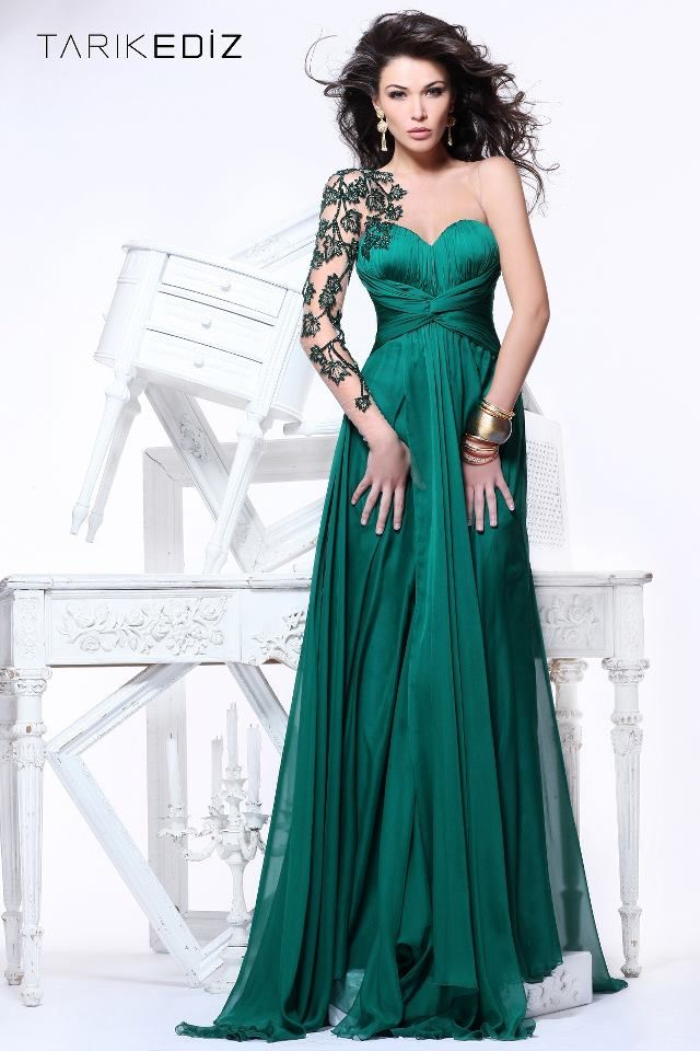 Forest Green gown with an amazing leaf-inspired 'sleeve'! - ooooh ...