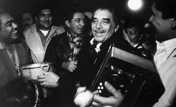 Con el maestro Rafael Escalona, durante un festival vallenato. |  Vallenatos, Hermanos zuleta, Cultura colombiana
