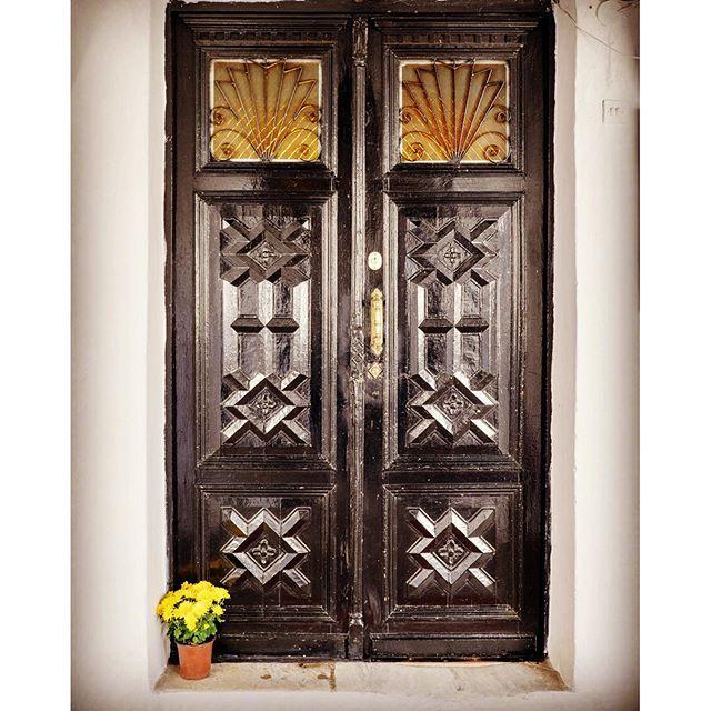 #monastery #door #cross #vintage #agia_anastasia #Thessaloniki #flower_pot #fujifilm_xe2