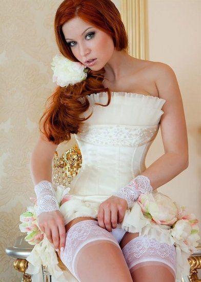 Красивые девушки сексуальном белье лифчик массажер