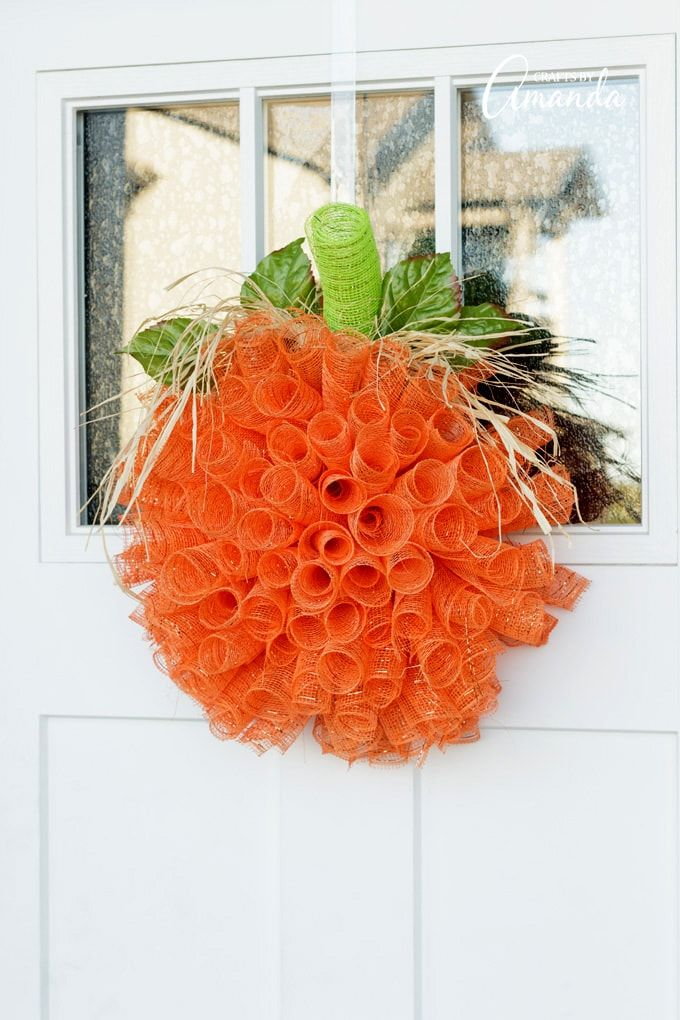 10 DIY Fall Wreaths to Make for Your Front Door Deco