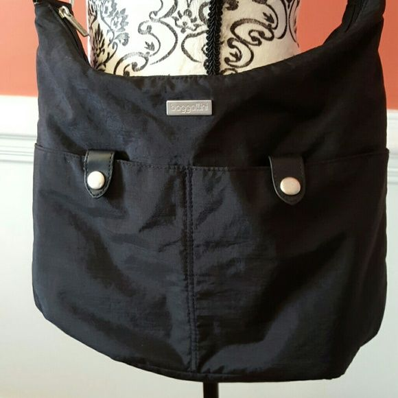 Large Baggallini Crossbody bag pocketbook purse Large Baggallini Crossbody bag pocketbook purse. 2 large snap pockets on the front and two large pockets on the back and pockets on the inside. Baggallini Bags Crossbody Bags