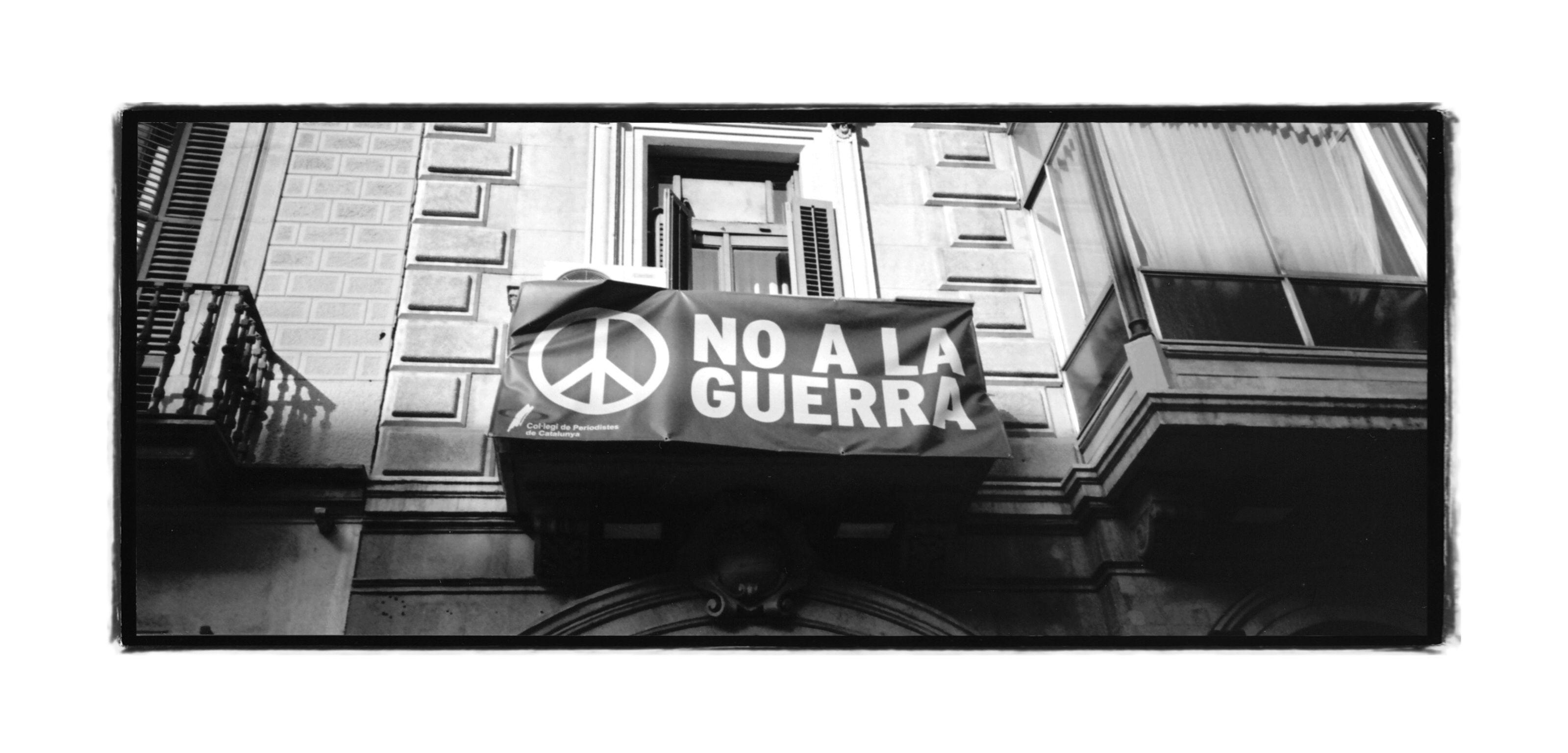 Iconos Modificados Del Mobiliario Urbano De Barcelona Por