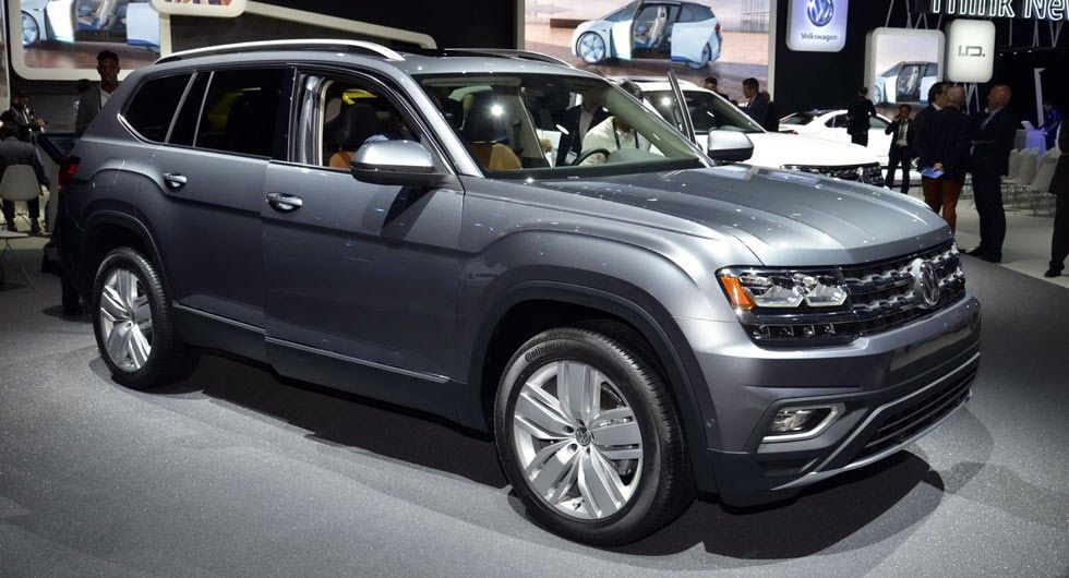 Vw S New Atlas 7 Seat Crossover Was Designed For Mericans Carscoops Volkswagen La Auto Show Suv