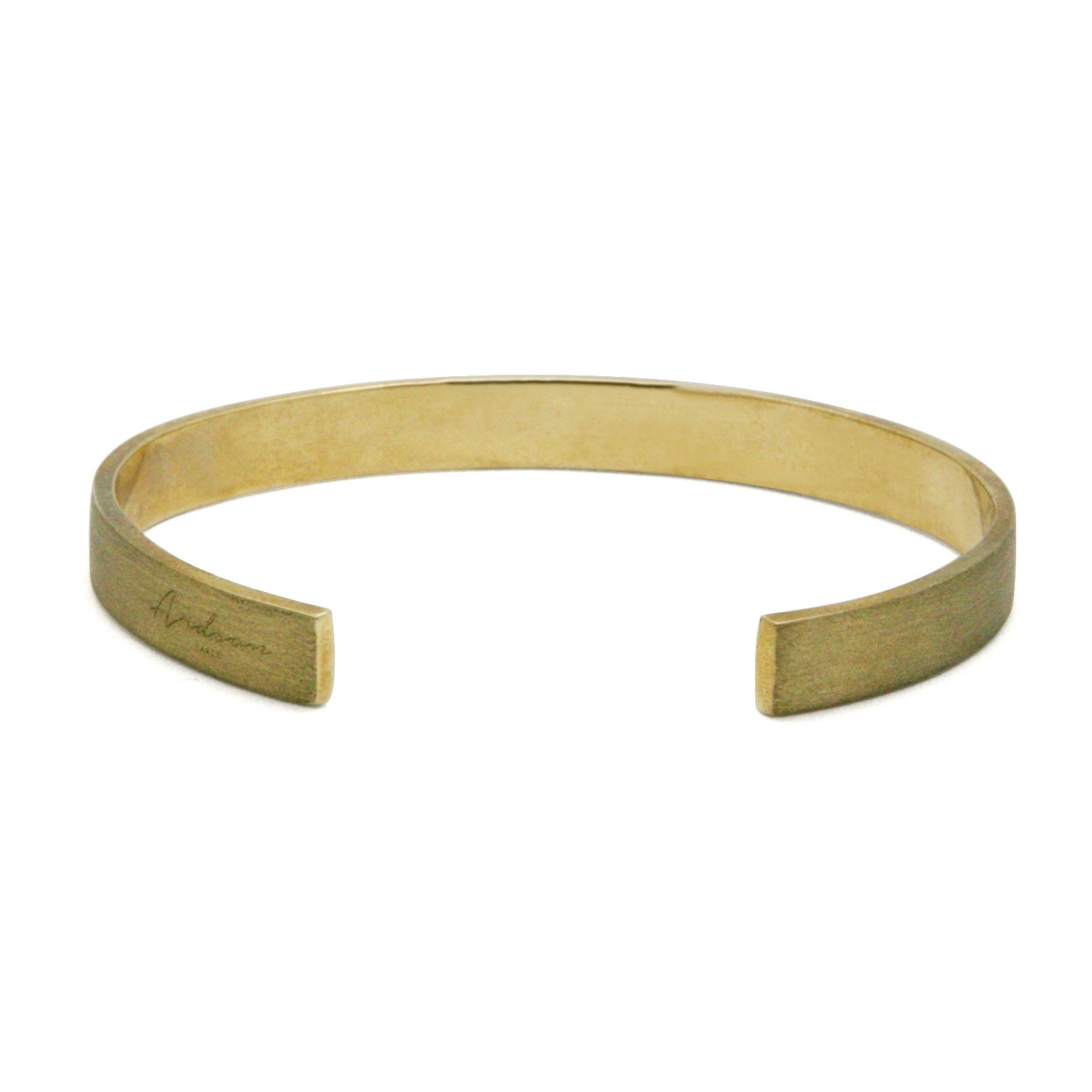 A unique cuff, inspired by the everyday life elements.Brushed BrassHandcrafted -> 3 day lead time is required before shipping your itemDelivery -> Worldwide through Air Mail (10 to 25 days) or DHL Express (2 to 4 days)Single-size (L x W x H) -> see pictureFor special sizing contact us here.We would love to tailora special cufffor your wrist.