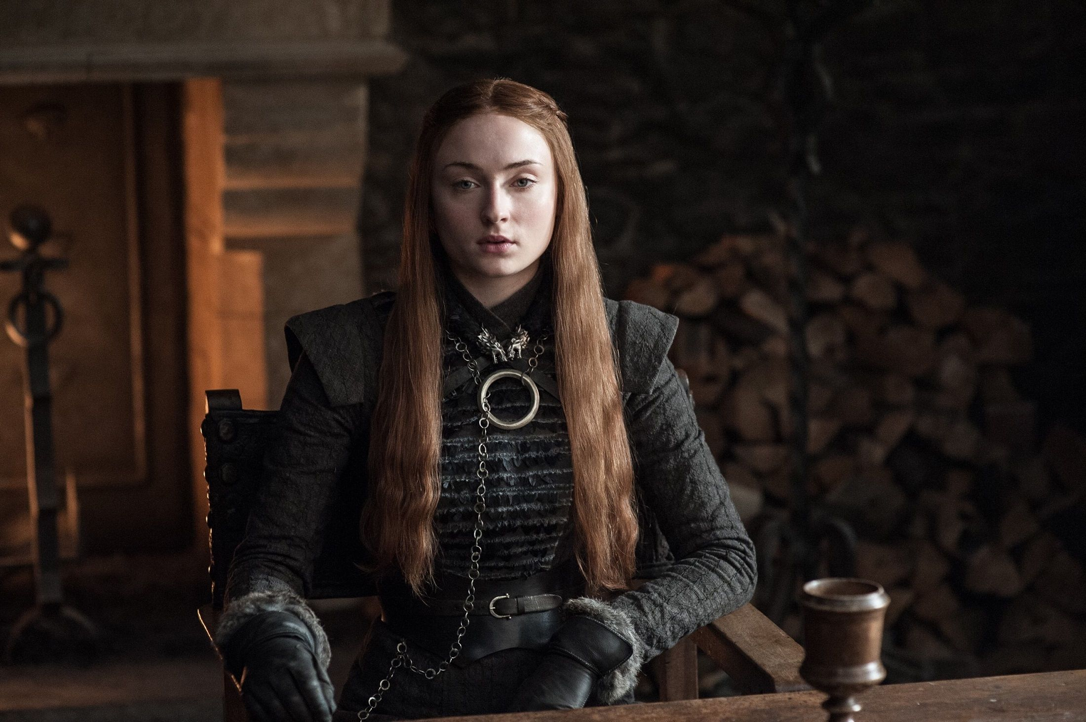 Sophie Turner Discusses A Tense Sibling Relationship Dragonstone Is A Huge Success In Another Area Sansa Stark Dress Game Of Thrones Costumes Sansa Stark