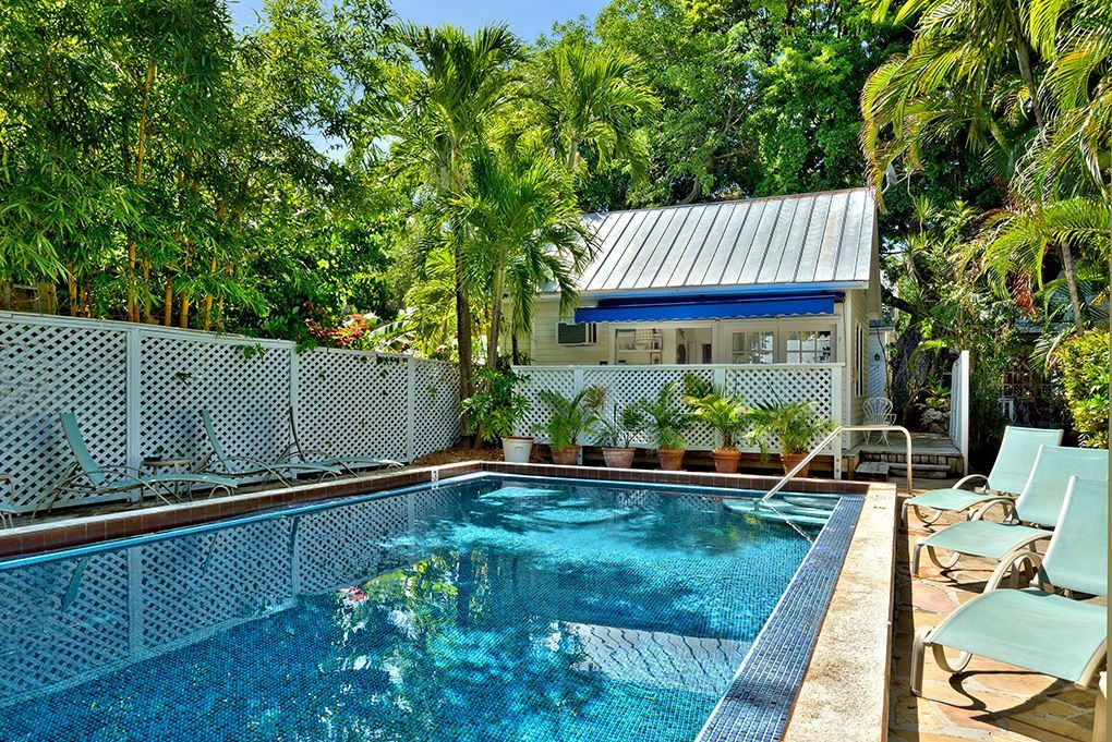 Colony poolside a charming bungalow near the historic