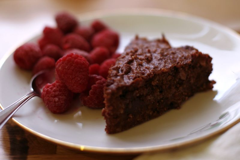f711faca7 Sunday we tried a no flour, no butter chocolate cake that was sweetened with  dates instead of sugar. It's amazing that you can make this kind of sweet  and ...