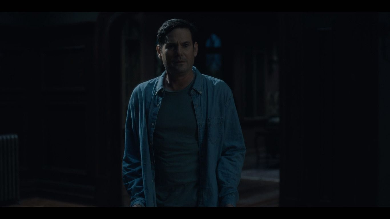 Henry Thomas As Young Hugh Crain In Season 1 Episode 3 Of The Haunting Of Hill House Source Netflix House On A Hill Netflix Home Screenplay