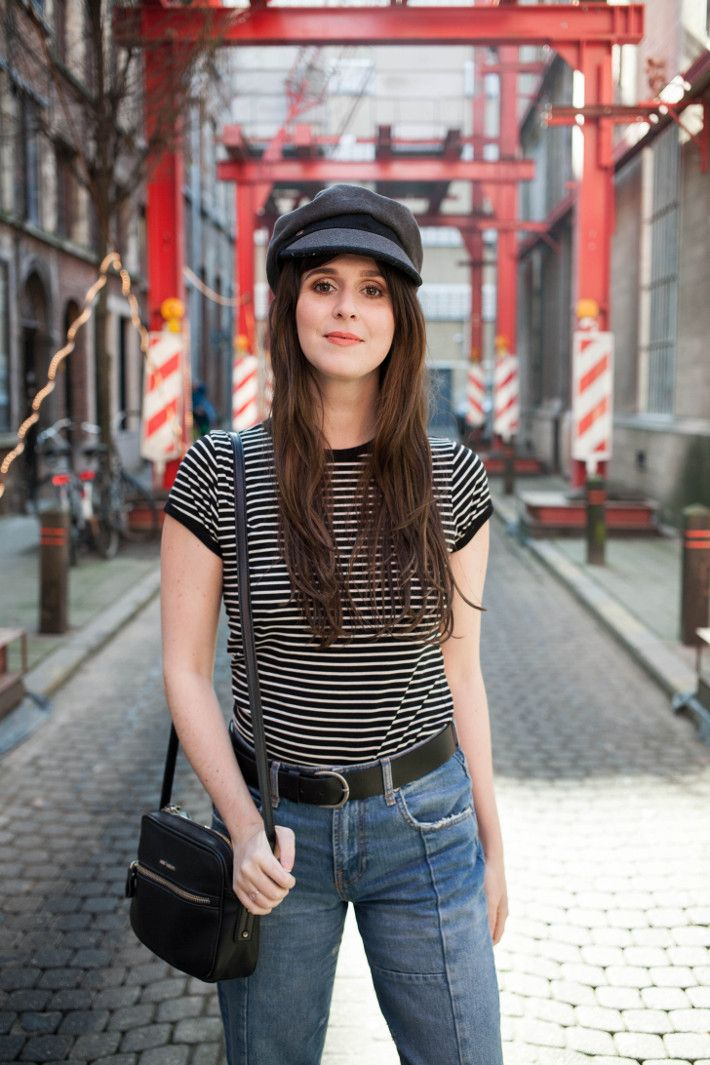 f839a2ba6 Outfit: 70s style in cropped denim and fiddler cap | Fashion your ...