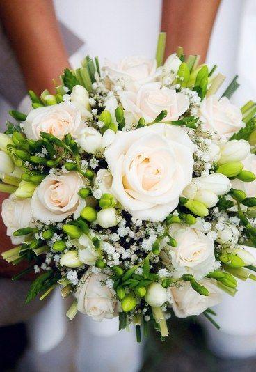 Bukiet Slubny Z Roz I Frezji Bukiety Slubne Z Roz Galeria Zdjec Bridal Bouquet Wedding Bouquets Wedding Bridal Bouquets